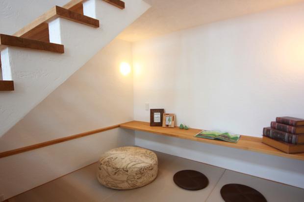 盛岡市中太田│無暖房の家の階段下畳スペース
