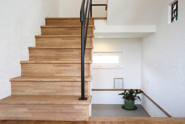 滝沢市鵜飼狐洞│西海岸風PX-1のお家の階段