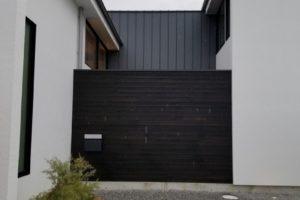 住宅の庭を仕切る壁(1)