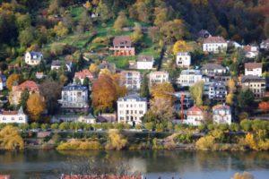 川沿いの家1