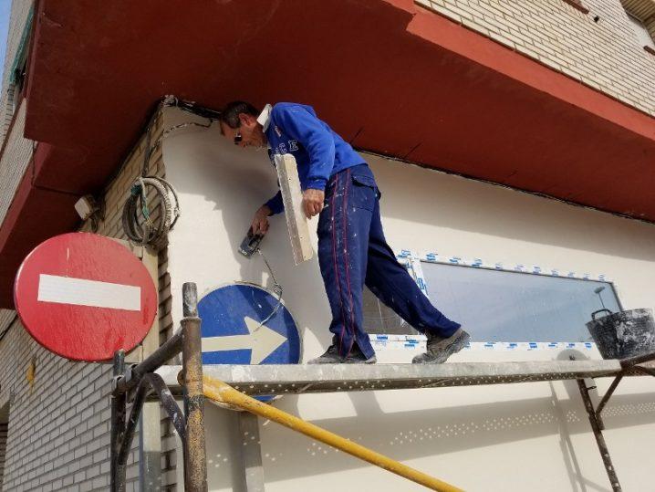 南欧の塗り壁作業(2)