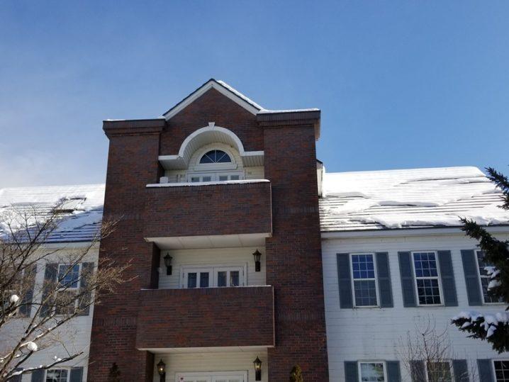 雪のある岩手の屋根の風景
