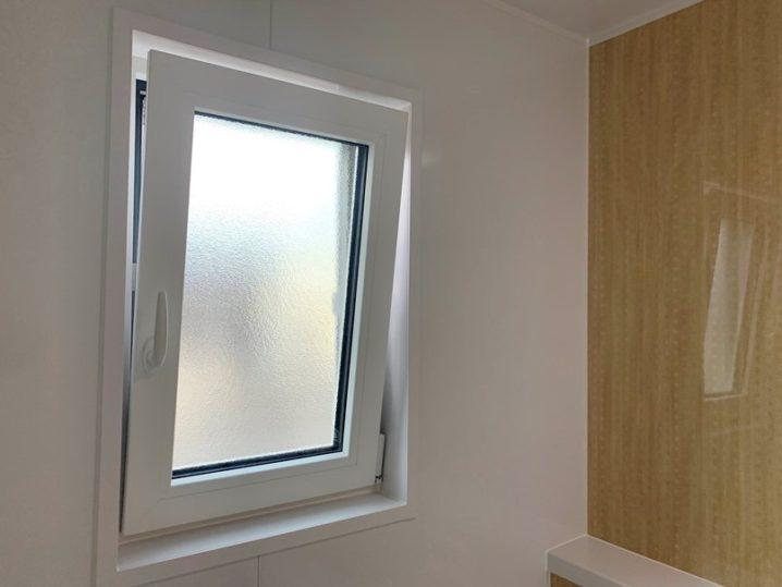 浴室にドレーキップ窓 (2)