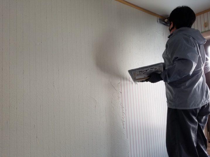 子ども部屋を漆喰に塗り替え