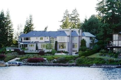 水辺の高級住宅