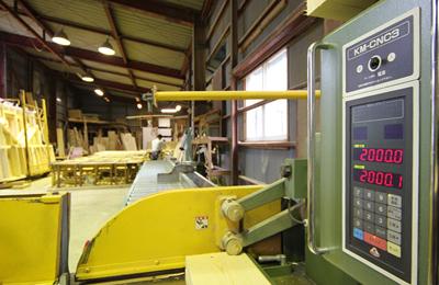 自社工場でパネル化し、高い寸法精度・施工精度を実現