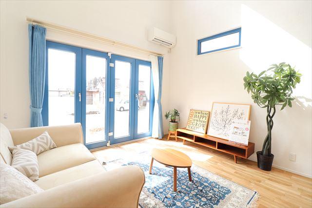~南欧の風が吹く青い窓の家~
