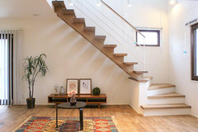 ~家族が集まるリビング階段のある家~