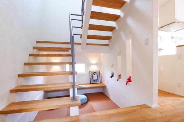 半地下が便利な家の階段下スペース